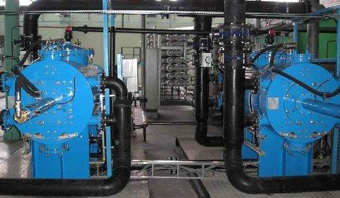 化学工場の純水製造ラインで運用されている、RO膜ろ過装置の前処理フィルターとして採用