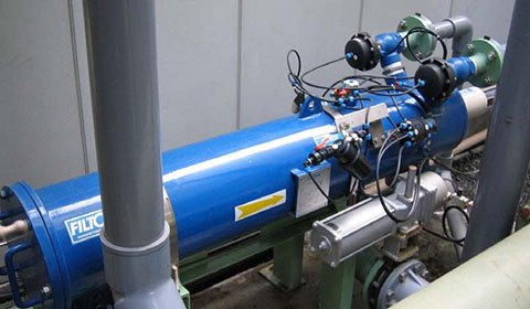 化学工場におけるイオン交換器の前処理、省スペース性が高く評価され採用