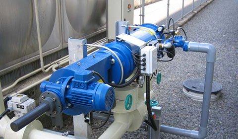 化学工場におけるセラミック製造ライン向けの井戸水に混入する砂の除去