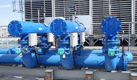 ターボ冷凍機の冷却循環水をろ過。SS濃度を常時低く保つことにより、安定操業が実現