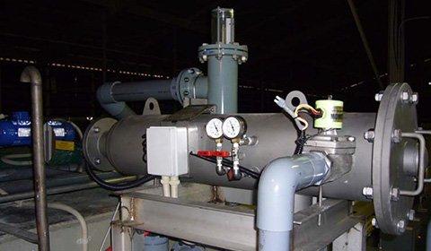 鉄鋼工場における遠心分離による2次処理後の工場排水中の汚泥除去