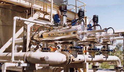 製紙工場での加圧浮上処理後の二次白水ろ過における繊維成分の除去